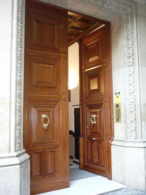 Puertas, muebles y ventanas de madera maciza en Barcelona